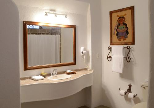 A bathroom at Hotel los Arcos