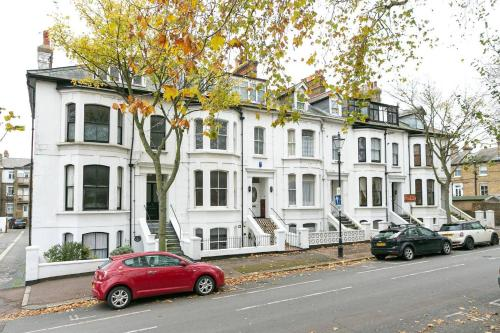Southend Luxury Stays - Superclean 2 bed flat with Garden