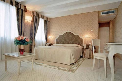 Cama ou camas em um quarto em Acca Hotel