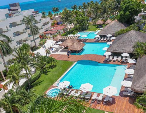 Vista de la piscina de Privilege Aluxes Adults Only o alrededores