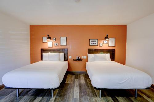 A bed or beds in a room at The Greens Hotel on Stockton