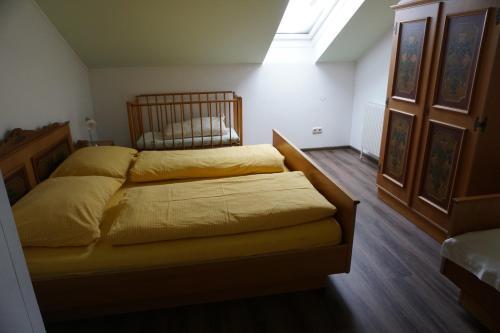 Ein Bett oder Betten in einem Zimmer der Unterkunft Gölsenhof - Fam. Büchinger