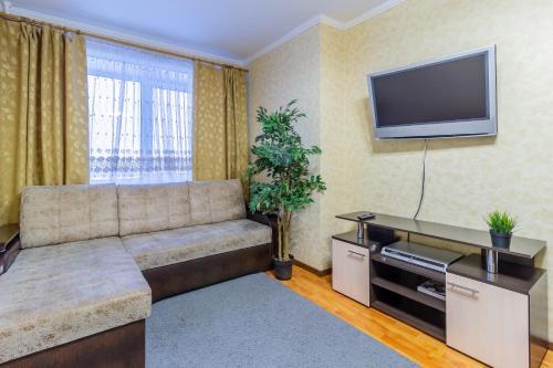 Телевизор и/или развлекательный центр в KvartalApartments. Kuybysheva 69
