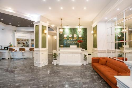 The lobby or reception area at Green Queen Hotel