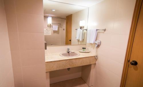 حمام في ذا زون أول سويتس ريزدنسز أون ذا بارك