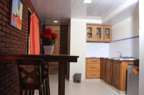 A kitchen or kitchenette at Hotel Jaraba