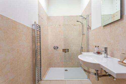 A bathroom at Lockgate Dairy