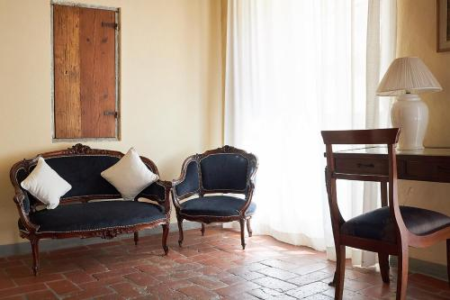 A seating area at Palazzo Belfiore