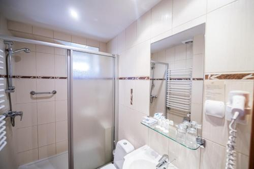 A bathroom at Nowa - Ski SPA Hotel