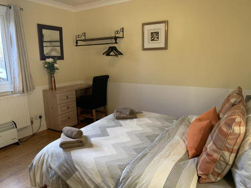 A bed or beds in a room at Southernwood - West Wing Room 3