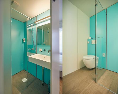 Ein Badezimmer in der Unterkunft Hotel Ambassador