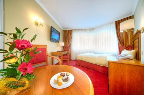 A seating area at Romantik Hotel Der Adelshof