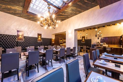 A restaurant or other place to eat at Hotel Abbazia