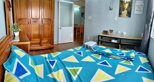 A bed or beds in a room at Monkey house R-2 bedrooms 1wc city center 1km to backpacker area