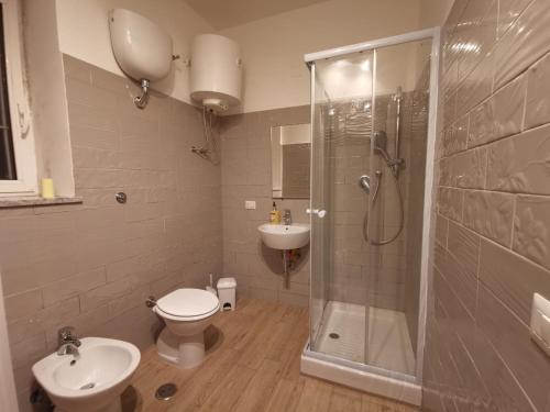 A bathroom at casetta cassia roma