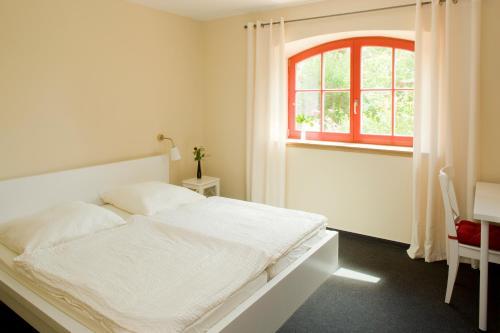 Ein Bett oder Betten in einem Zimmer der Unterkunft Kulturgasthof Alte Reederei