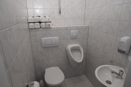 A bathroom at Monteurzimmer Messe Airport