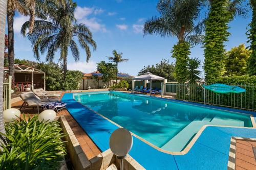 The swimming pool at or near Armadale Cottage Bed & Breakfast