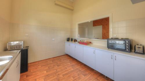 A kitchen or kitchenette at Village Stays Coldstream Gallery Apartment
