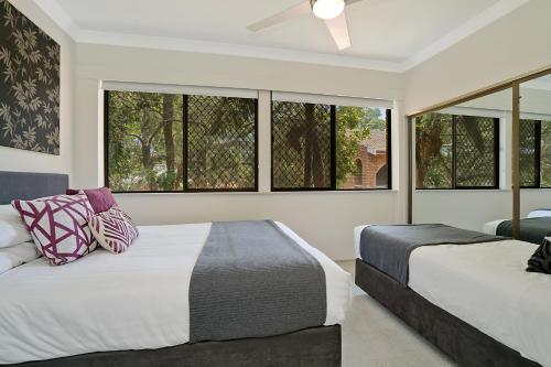 A bed or beds in a room at Newcastle Short Stay Accommodation - Centennial Terrace Apartments