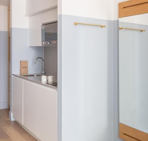 A kitchen or kitchenette at Leman Locke
