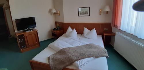 Ein Bett oder Betten in einem Zimmer der Unterkunft Hotel Fürstenhof