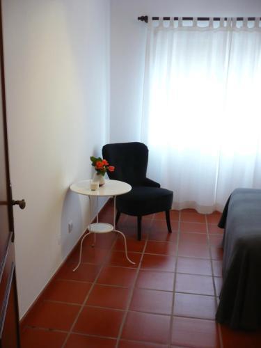 A seating area at Apartamento - Casas dos Infantes