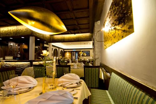 A restaurant or other place to eat at Zur Weinsteige****
