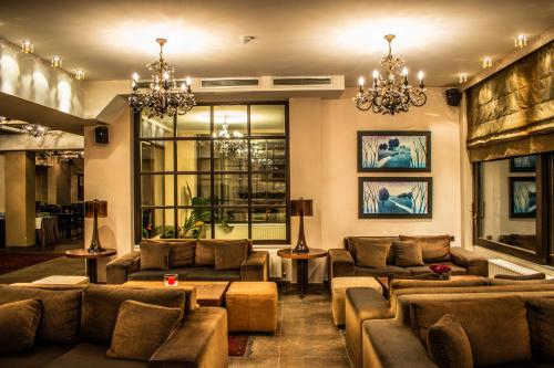 Лаундж или бар в Titagion Hotel