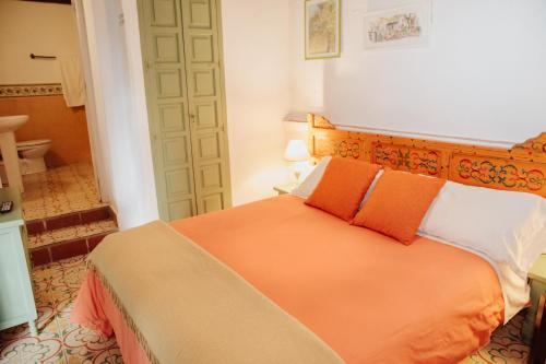 A bed or beds in a room at Hostal el Anon