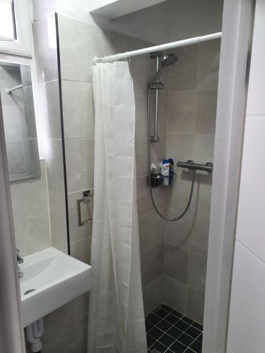 A bathroom at Beautiful Rooms