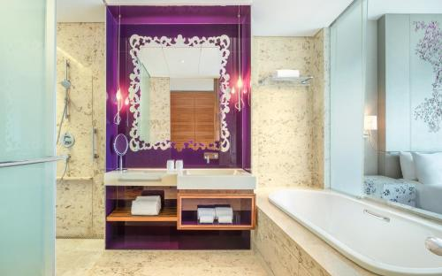 A bathroom at W Singapore - Sentosa Cove (SG Clean)