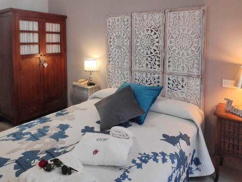 Cama o camas de una habitación en Inside Old Town by Eba Homes