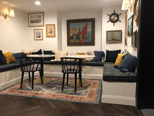 A seating area at Found Hotel Boston Common