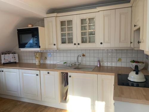 A kitchen or kitchenette at Little Clay