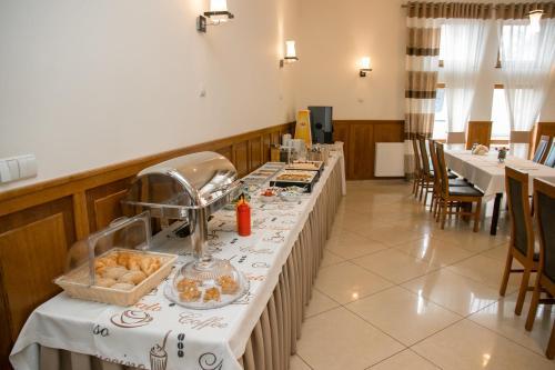 Restauracja lub miejsce do jedzenia w obiekcie Hotel Oaza