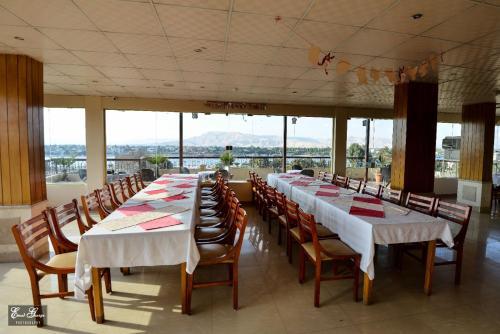 مطعم أو مكان آخر لتناول الطعام في فندق سوزانا الأقصر