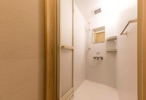 ゲストハウス まるにあるバスルーム