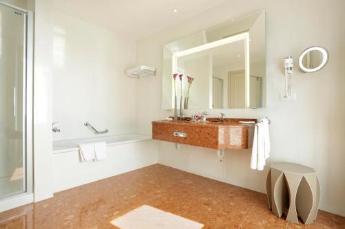 حمام في فندق شفايزرهوف لوتزيرن