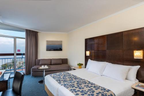 A bed or beds in a room at Leonardo Club Tiberias - All Inclusive