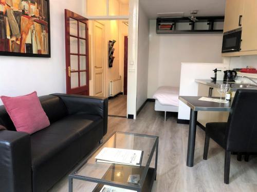 A seating area at Hotel De Vischpoorte, aan de IJssel en hartje Deventer, hotelkamers en appartementen met keukens