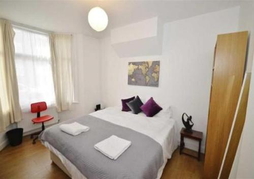 A bed or beds in a room at Premier Contractors North London
