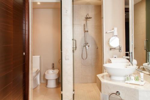 A bathroom at WHE Bavaro