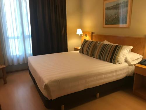 A bed or beds in a room at Hotel Castelao