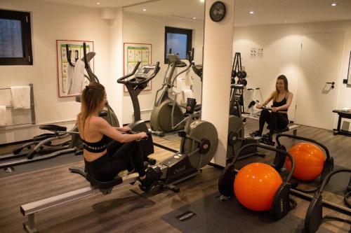 Das Fitnesscenter und/oder die Fitnesseinrichtungen in der Unterkunft Ara Hotel Comfort