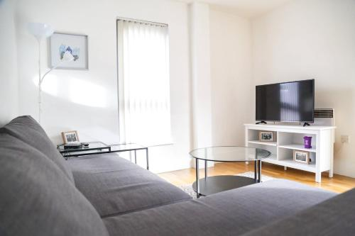 Serviced Apartment In Liverpool City Centre - Free Parking - 76 Henry St by Happy Days - Apt 20