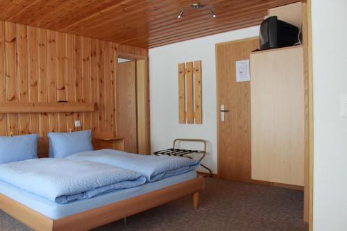Ein Bett oder Betten in einem Zimmer der Unterkunft Hotel Alpha