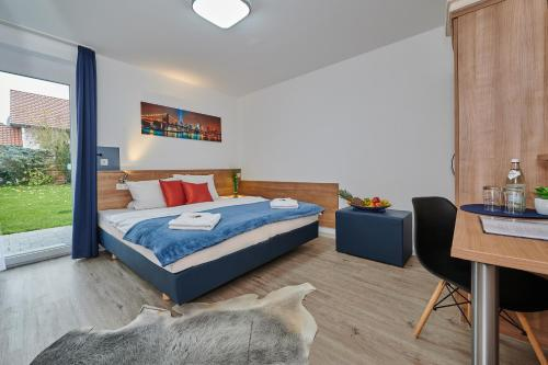 Ein Bett oder Betten in einem Zimmer der Unterkunft Sunny Hotel Straubing