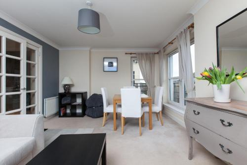 amazing apartments: Holyrood Road
