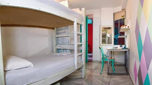 A bunk bed or bunk beds in a room at Flamingo Hostel & Coworking